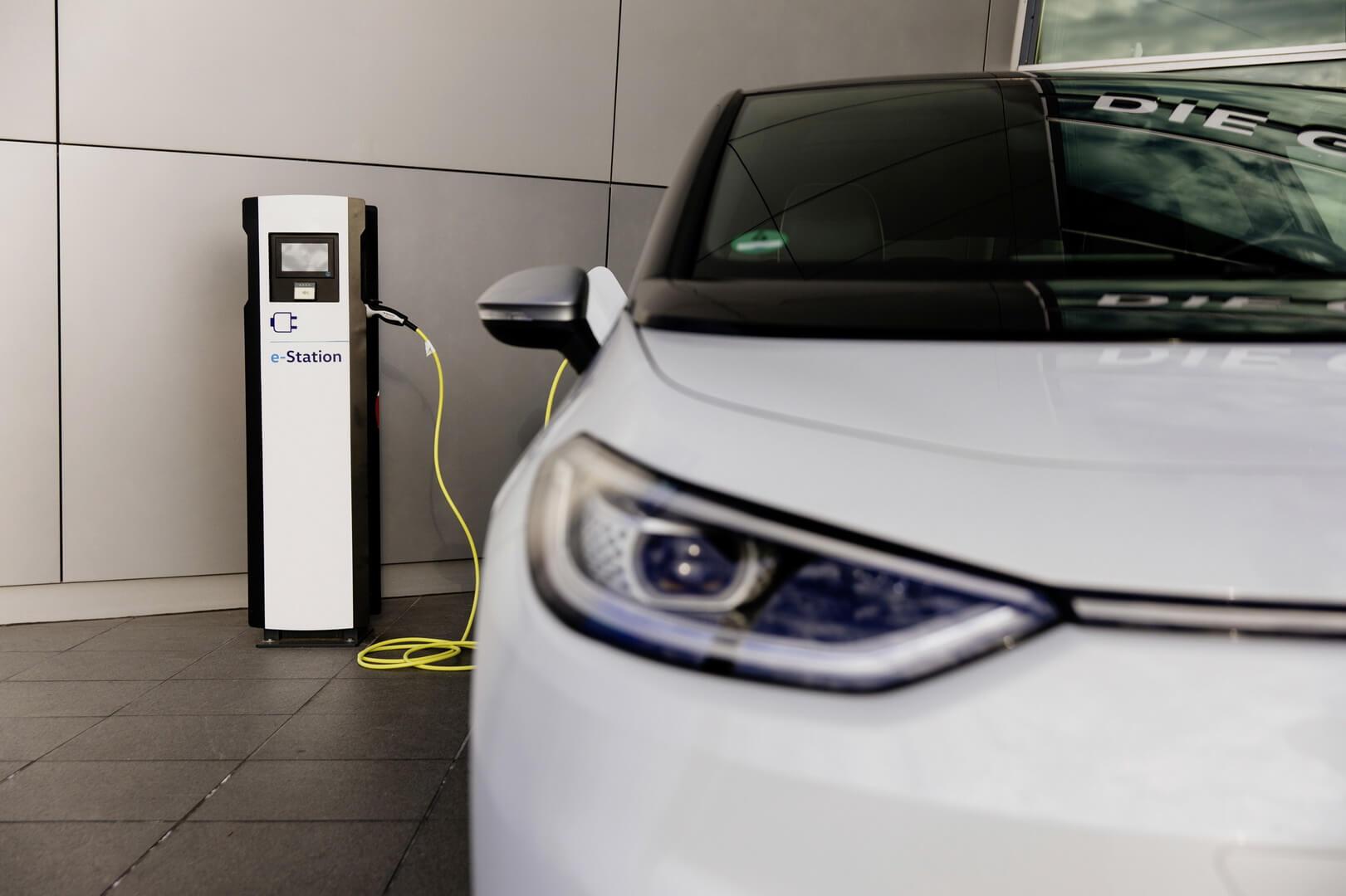 В 2021 году Volkswagen установит около 750 зарядных станций на немецких площадках