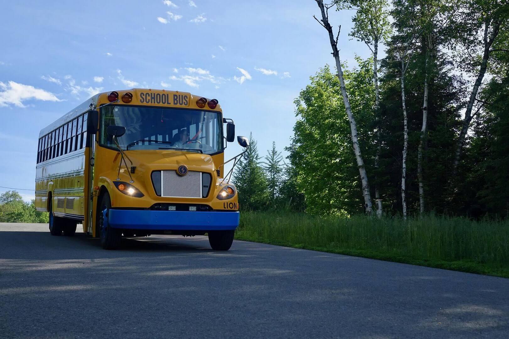 Электрический школьный автобус Lion Electric
