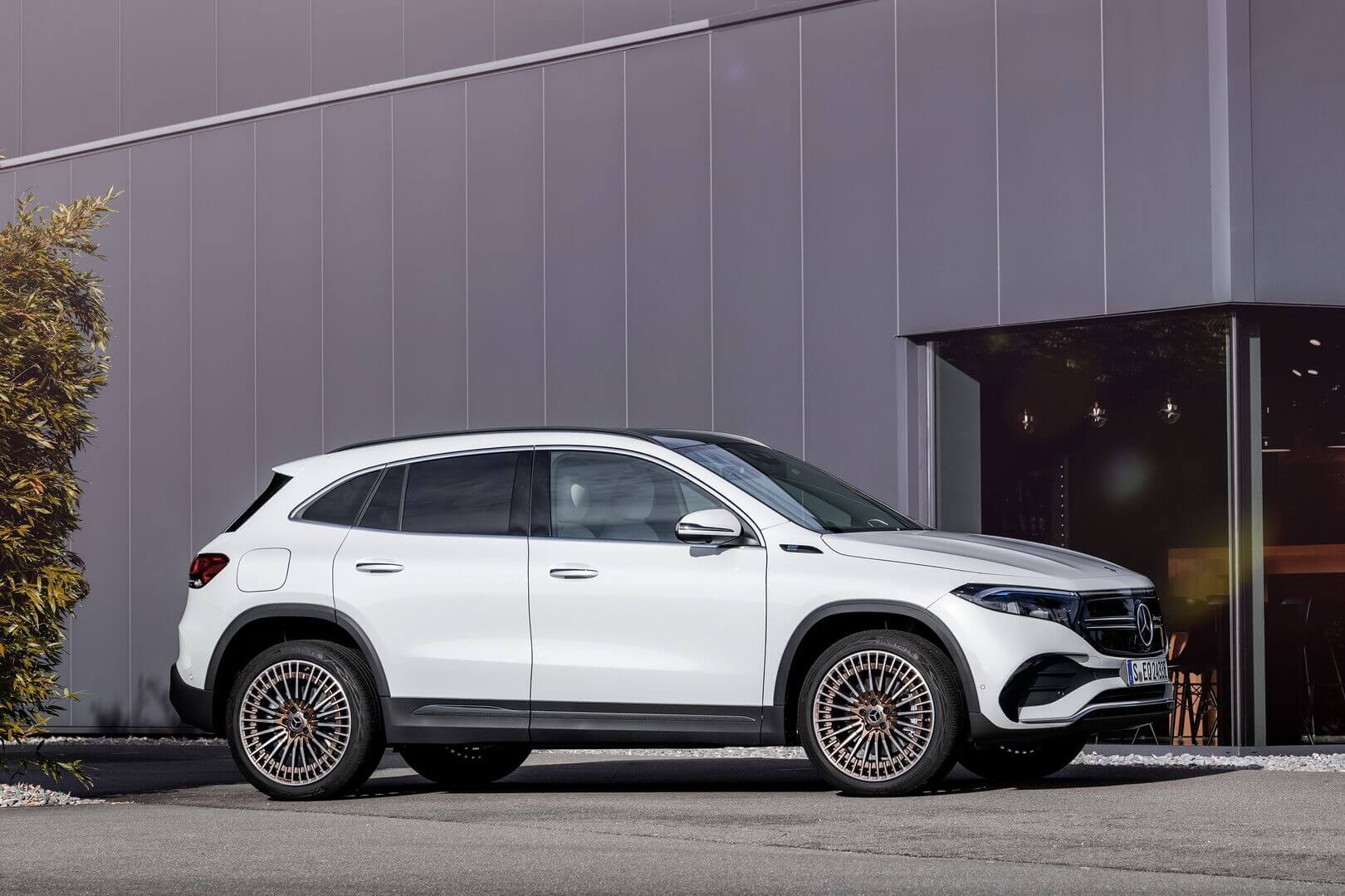 Mercedes-Benz EQA — самый доступный электромобиль бренда