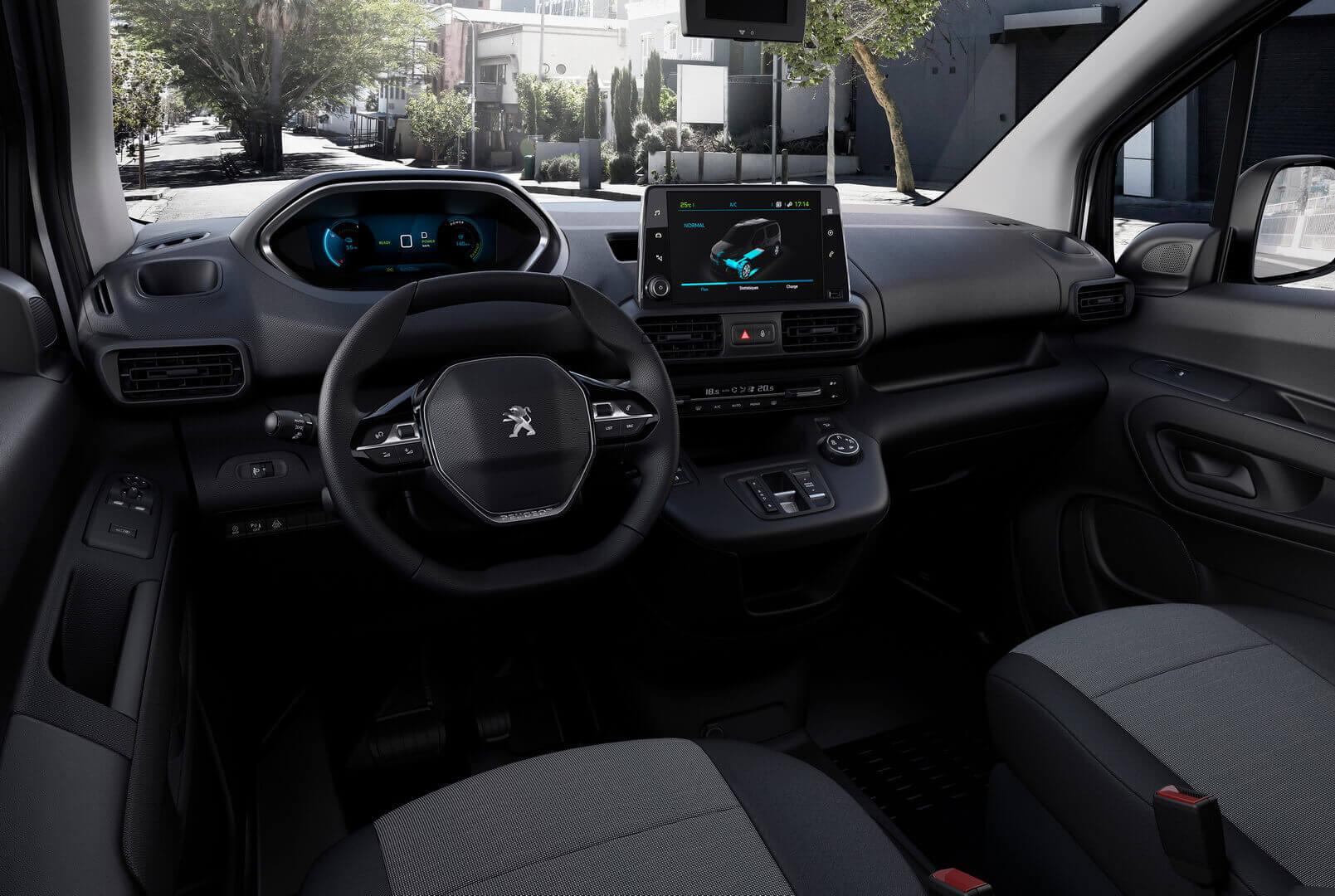 Интерьер электрофургона Peugeot e-Partner