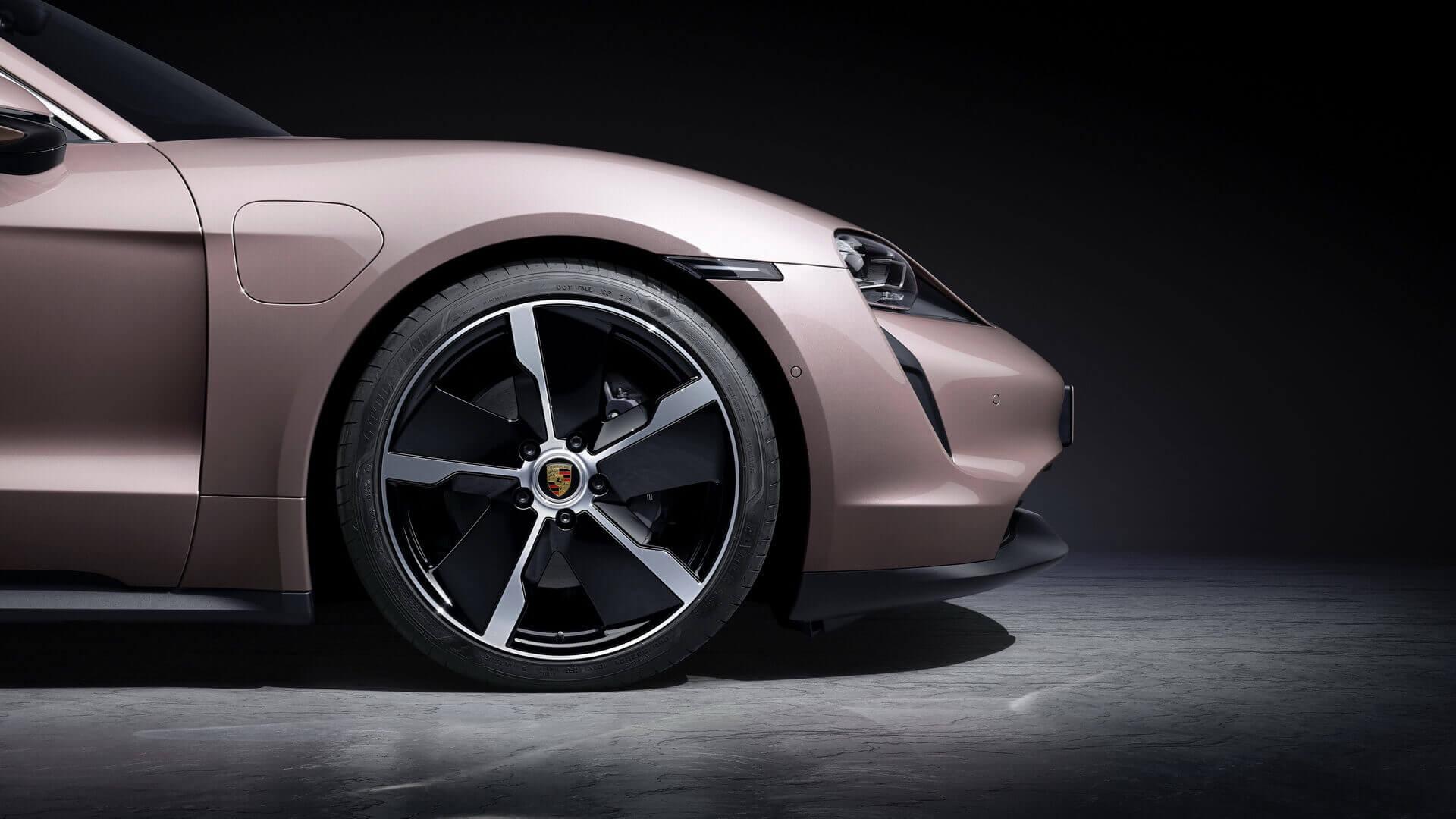 Аэродинамически оптимизированные 19-дюймовые колеса Taycan Aero