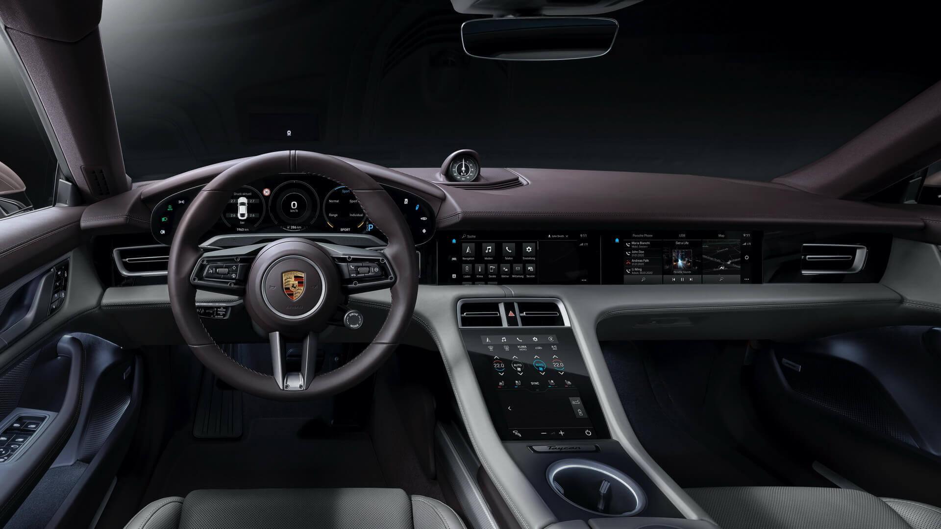 Интерьер начальной версии Porsche Taycan