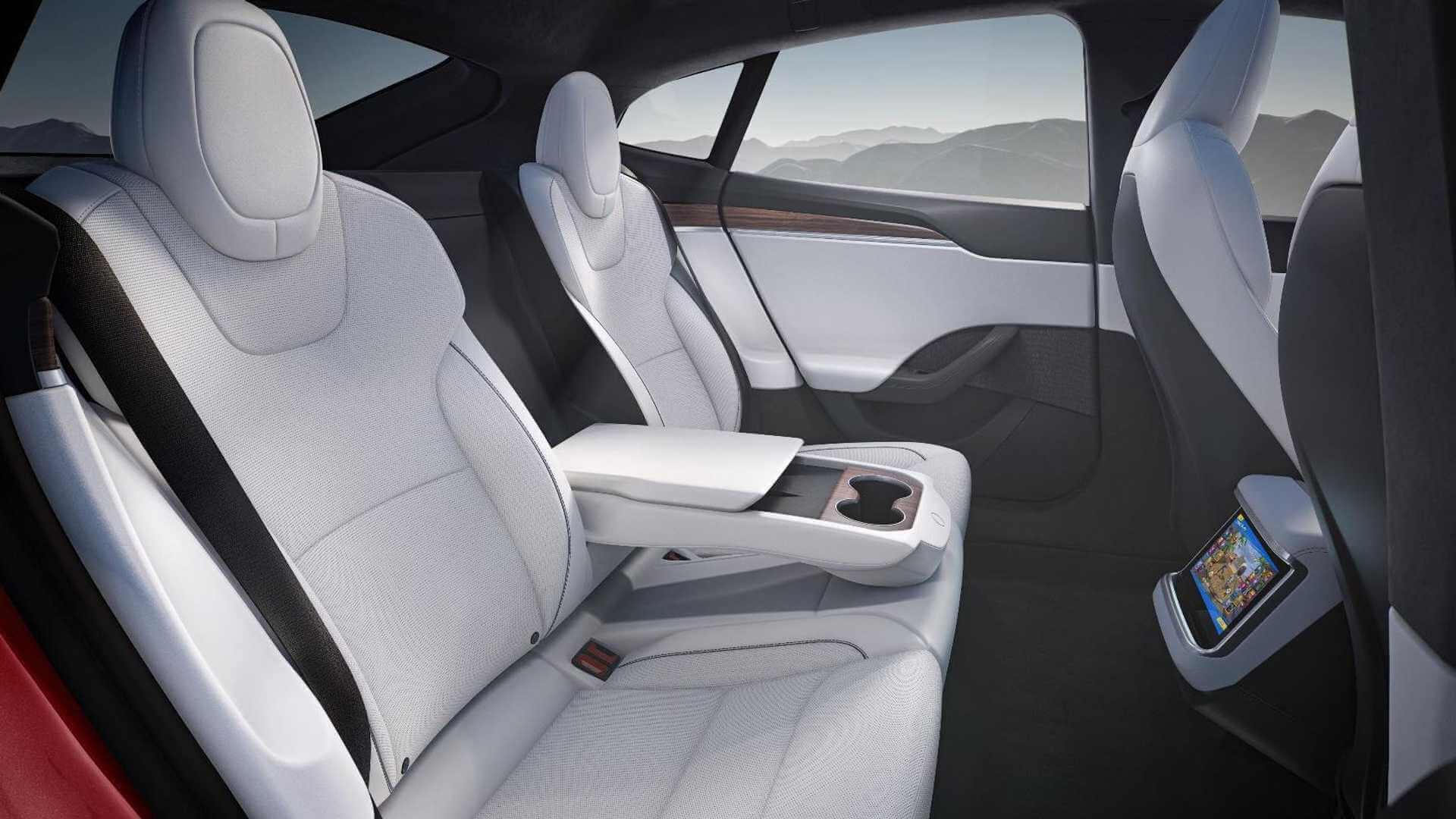 Задний ряд сидений в обновленной Tesla Model S 2021 года