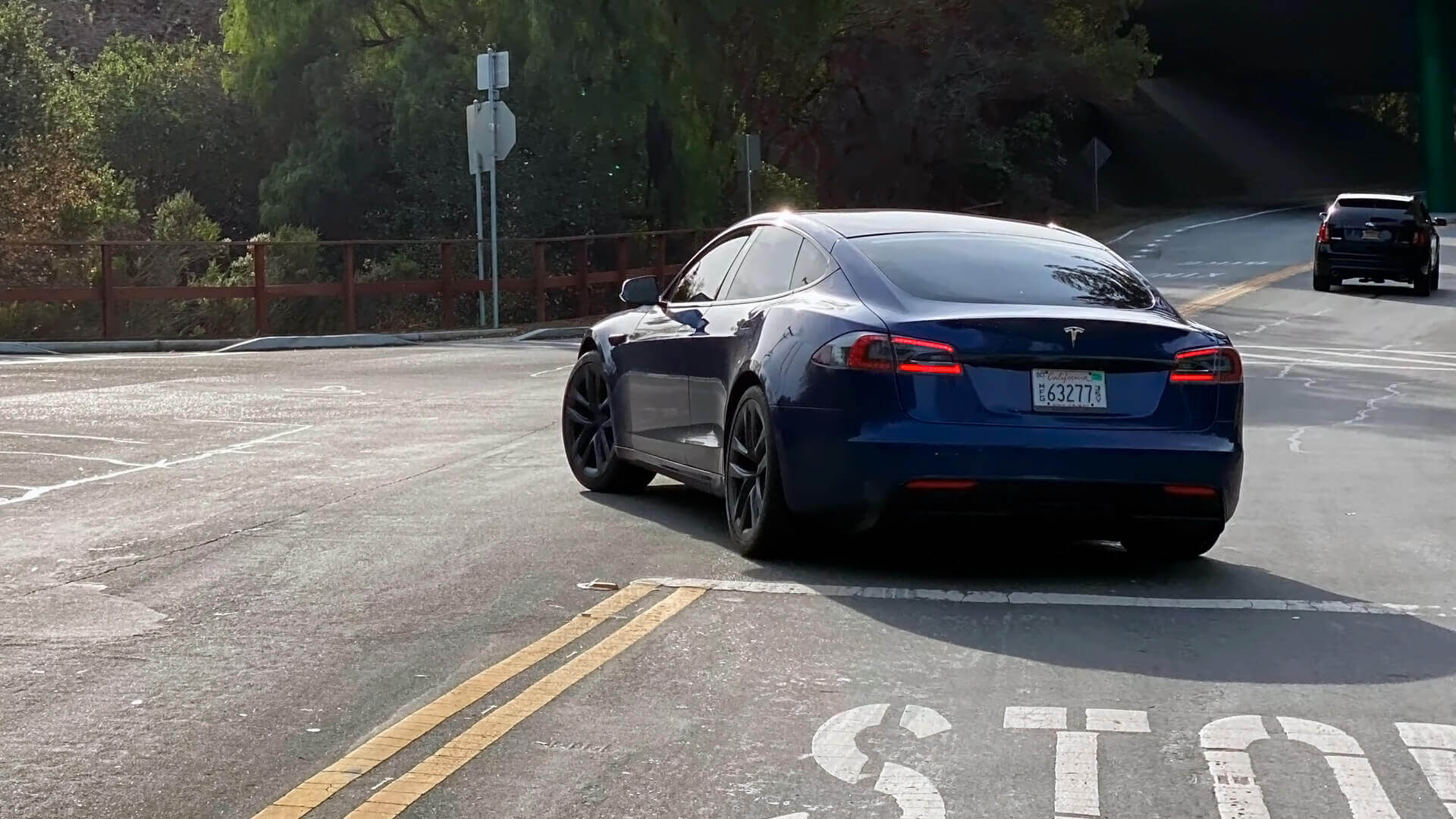 Первые живые изображения обновленной Tesla Model S 2021