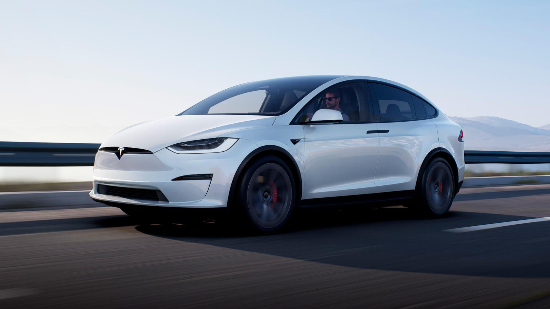 Официальная Tesla Model X Plaid: 3 мотора, 1020 л.с. и новый интерьер