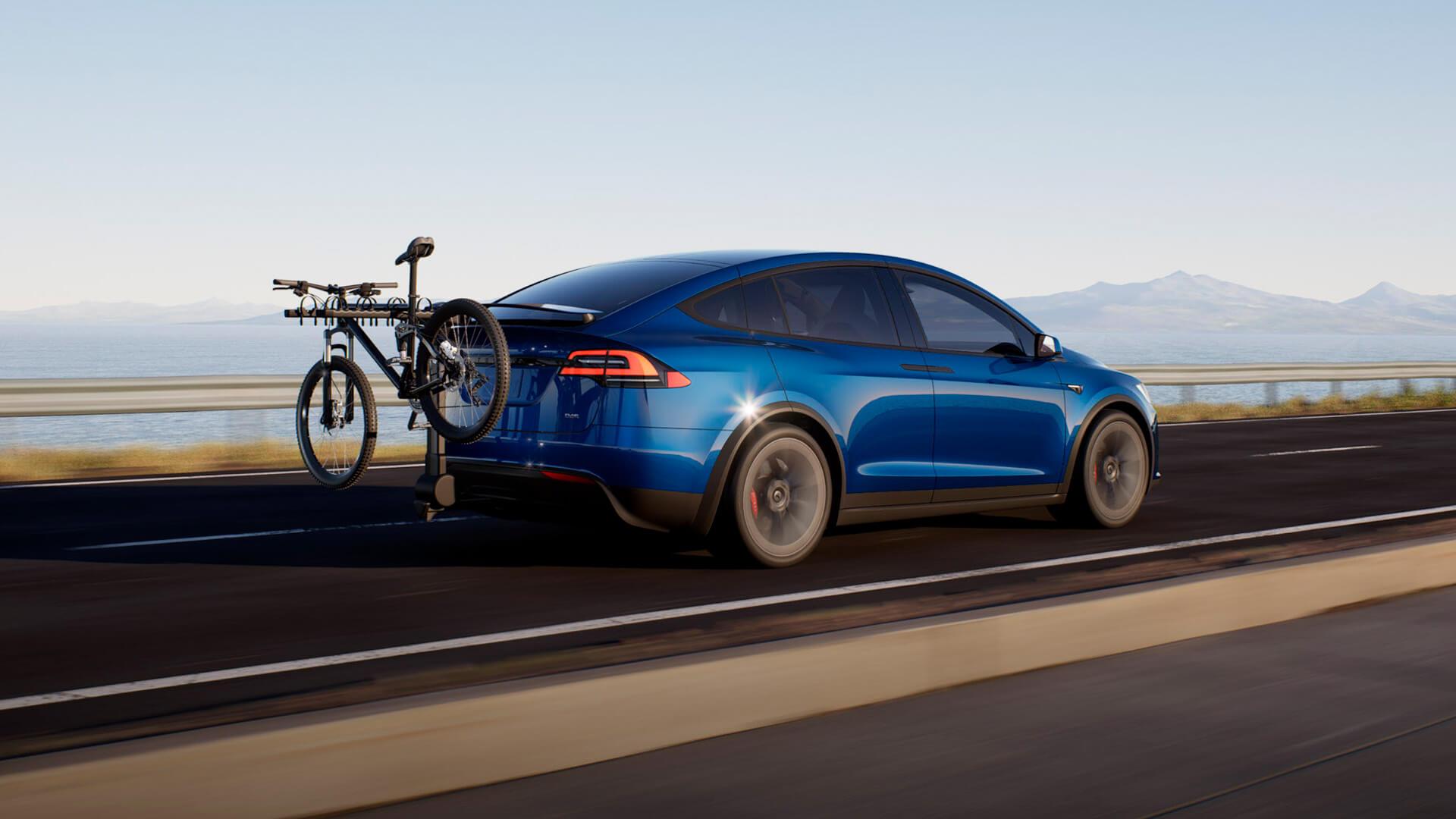 Tesla представила Model X с 3-мя моторами и новым интерьером