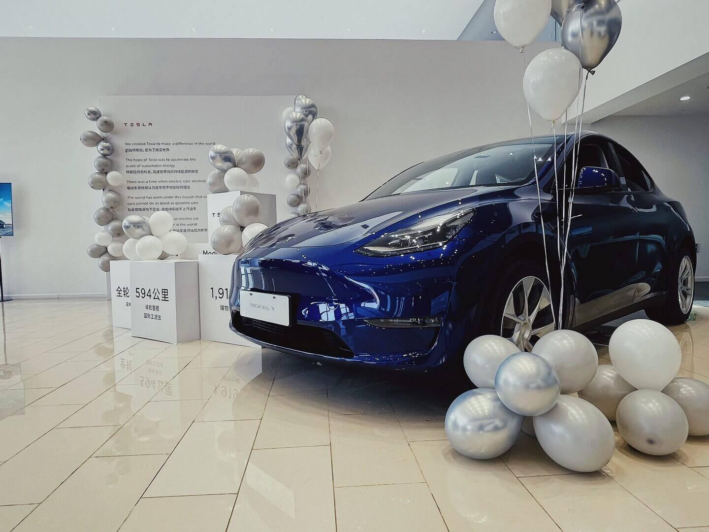 Tesla официально начала поставки китайской Model Y © weibo.com / teslaofficial