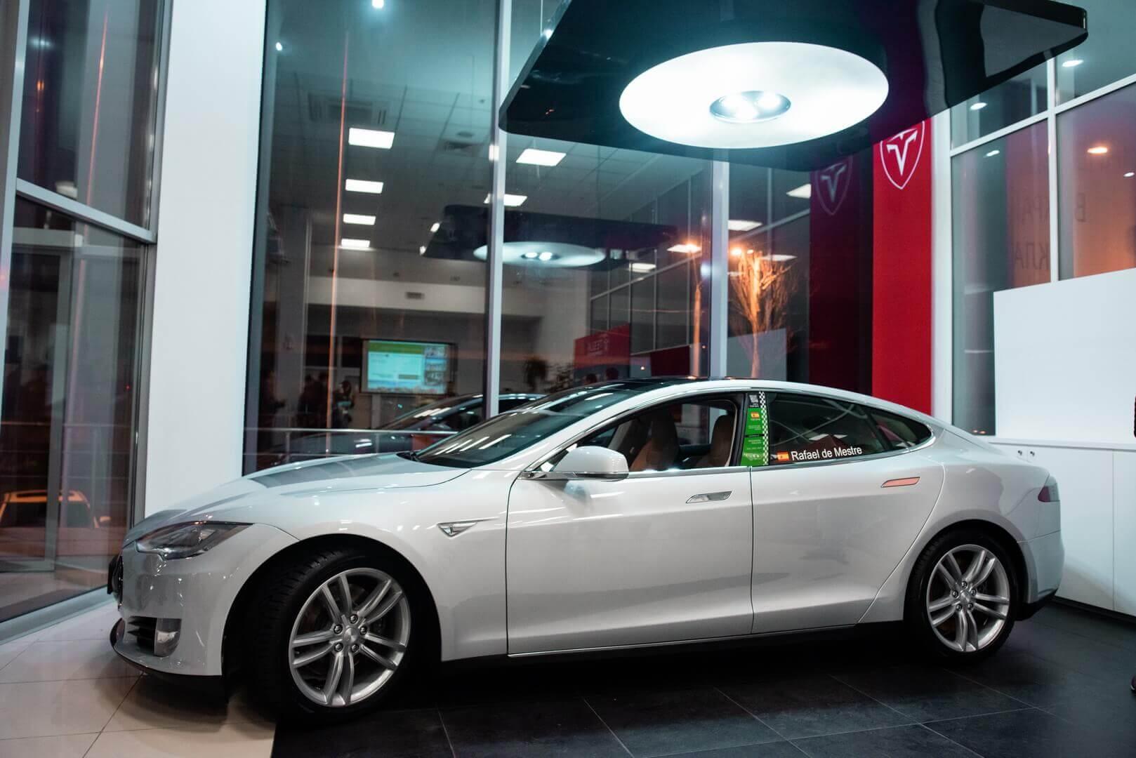 Отреставрированная Tesla Model S P85+ Signature, которая уже объехала вокруг мира в 2012 году