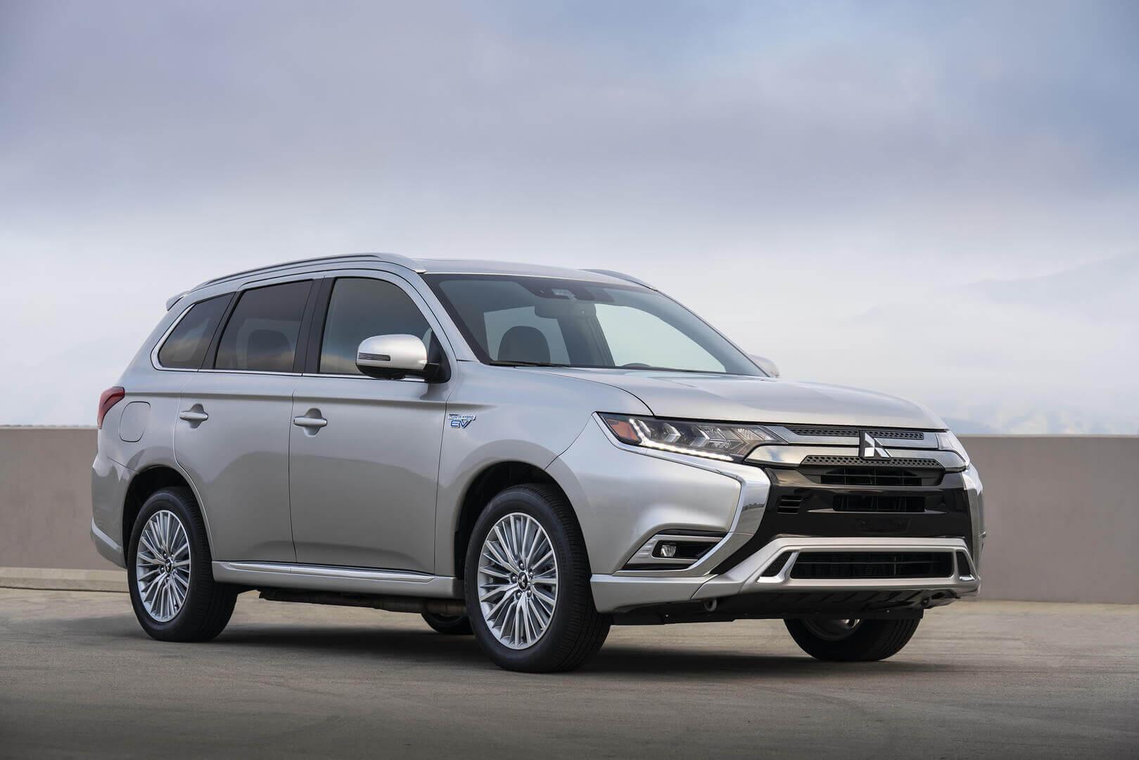 Плагин-гибрид Mitsubishi Outlander PHEV 2021 года