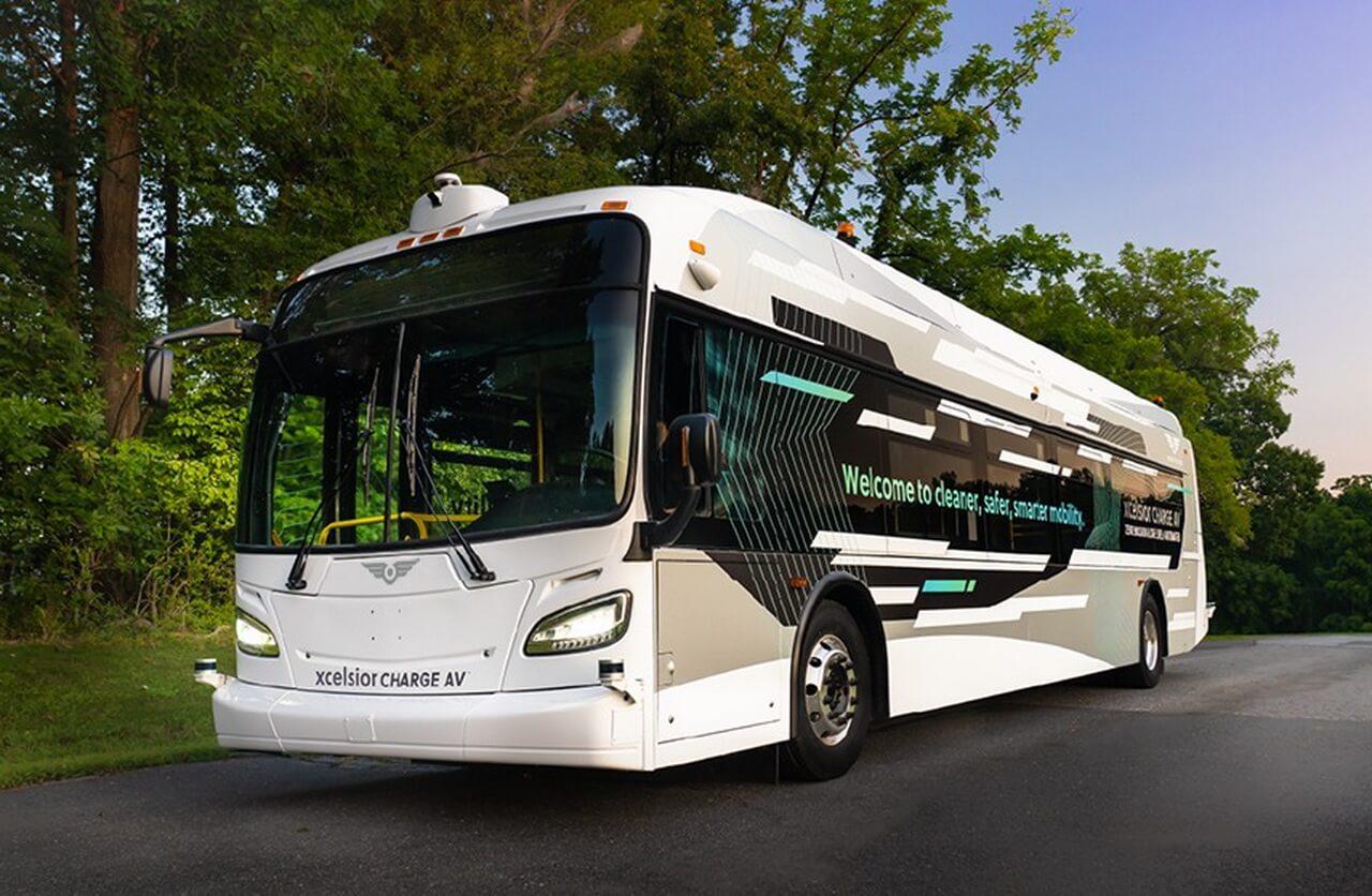 Xcelsior AV - первый в Северной Америке сверхмощный автоматизированный транзитный автобус