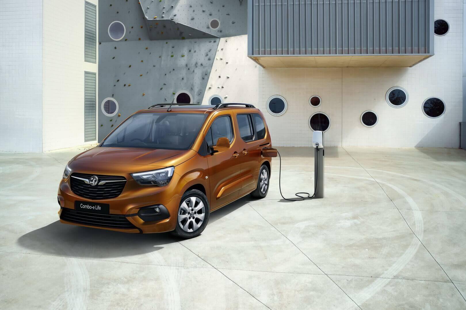 Opel/Vauxhall Combo-e Life: компактный пассажирский электрофургон спробегом до280км