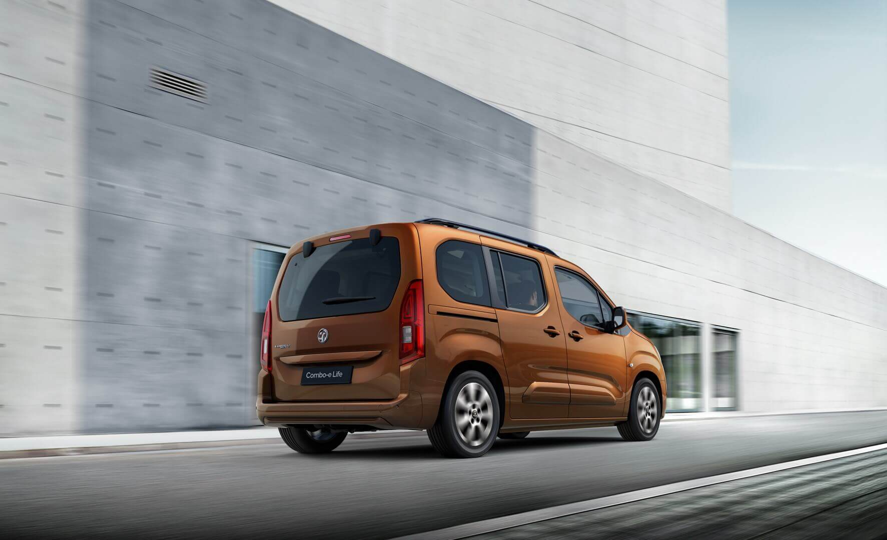 Opel представляет компактный пассажирский электрофургон Combo-e Life