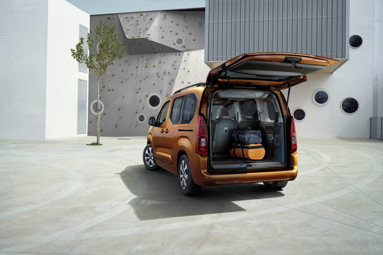 Opel представляет электрический пассажирский фургон Combo-e Life