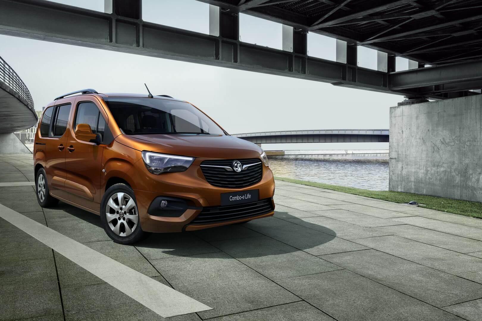 Opel/Vauxhall представляют электрический пассажирский фургон Combo-e Life в двух вариантах длины