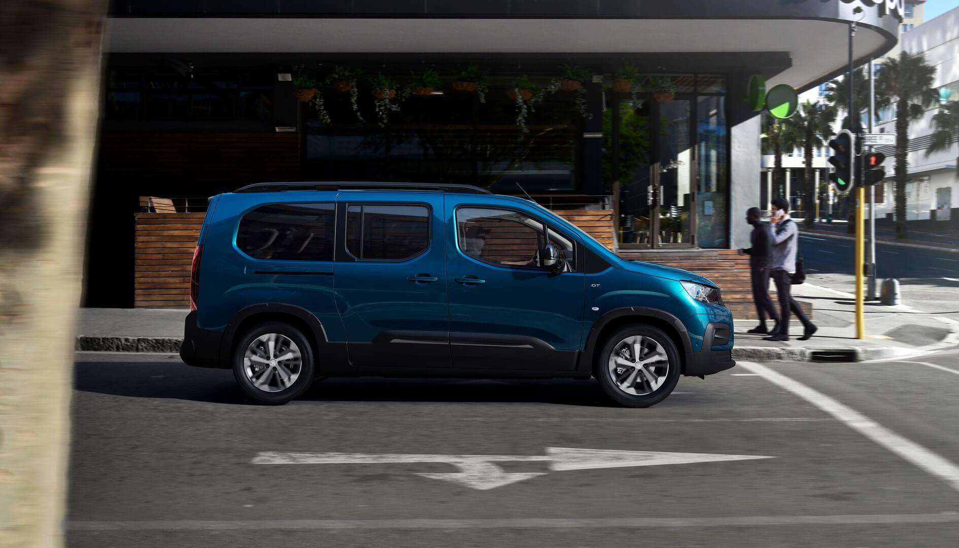 Peugeot представляет электрический пассажирский фургон e-Rifter