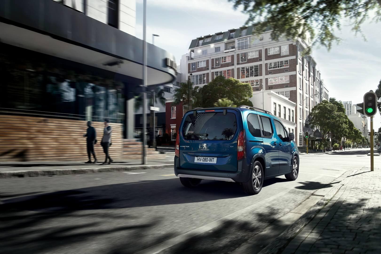 Пассажирский электрофургон Peugeot e-Rifter