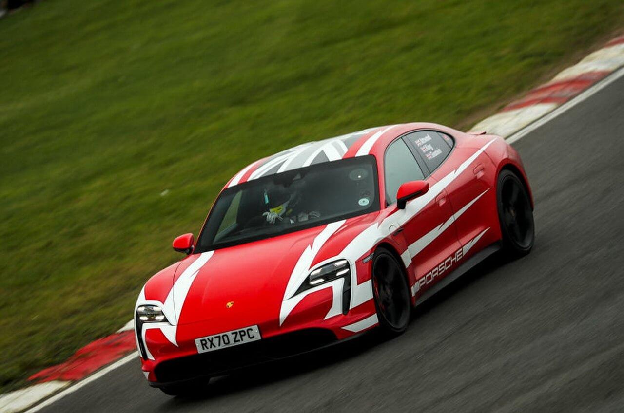 Porsche Taycan установил 13 рекордов времени и производительности