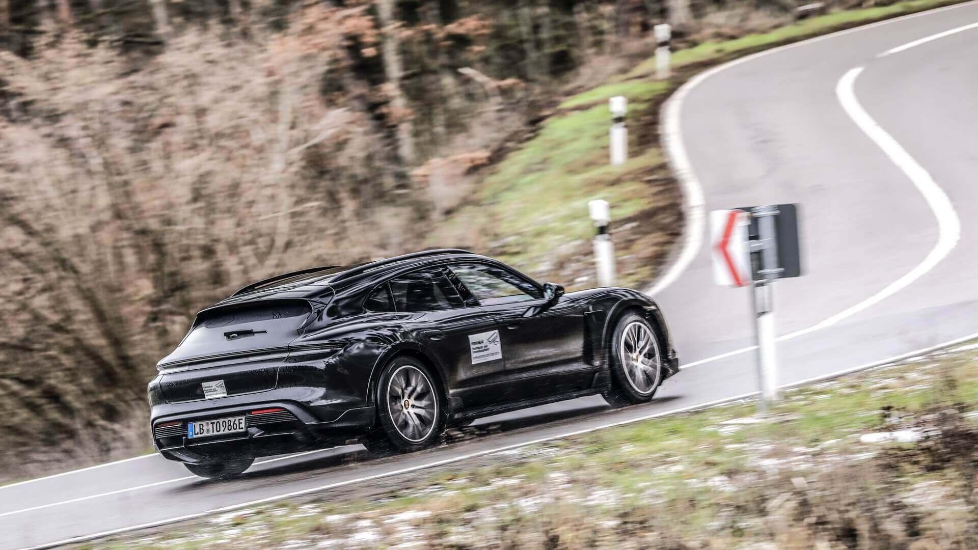 Porsche Taycan Cross Turismo на испытаниях