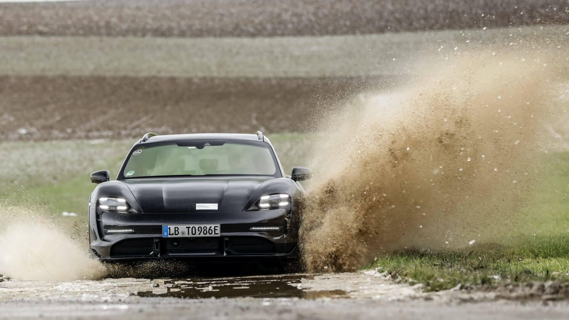 Испытания электрического кроссовера Porsche Taycan Cross Turismo