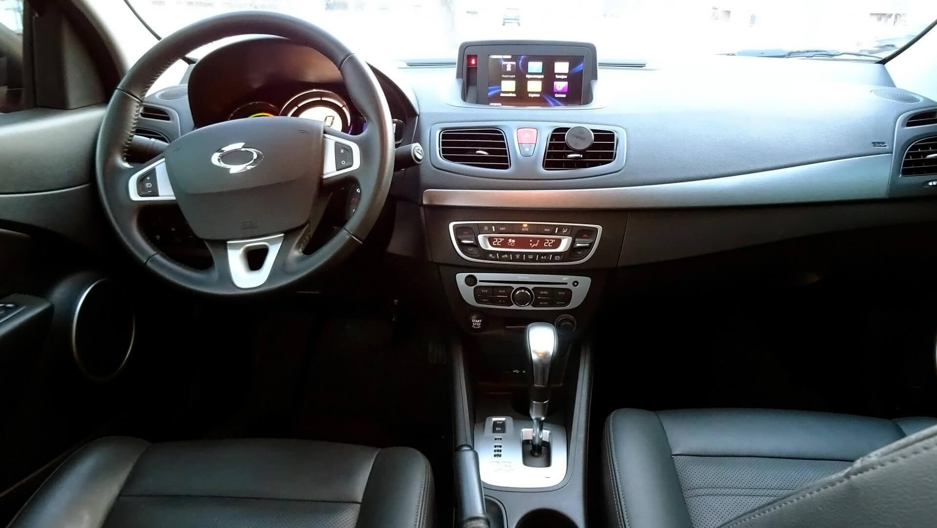 Интерьер электрического седана Samsung SM3 Z.E.
