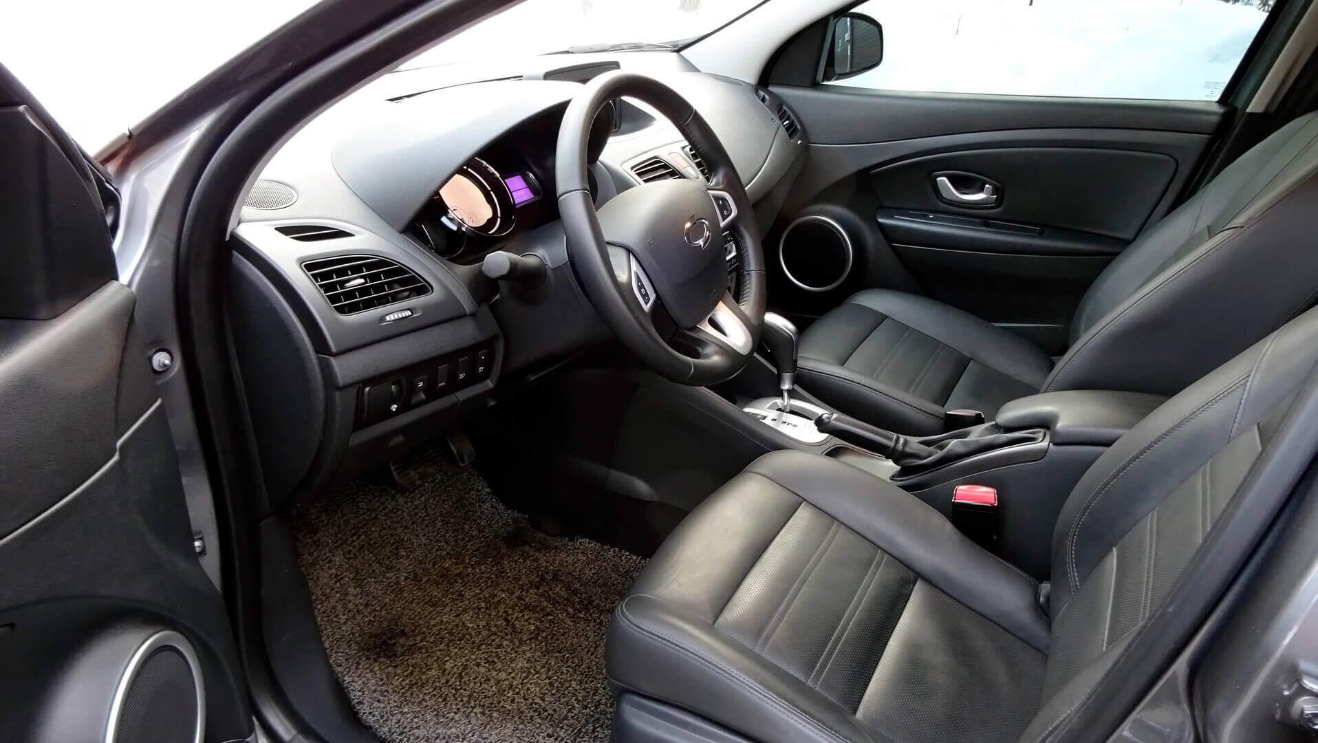 Салон электромобиля Samsung SM3 Z.E.