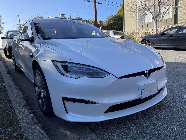«Живые» снимки обновленной Tesla Model S 2021 года