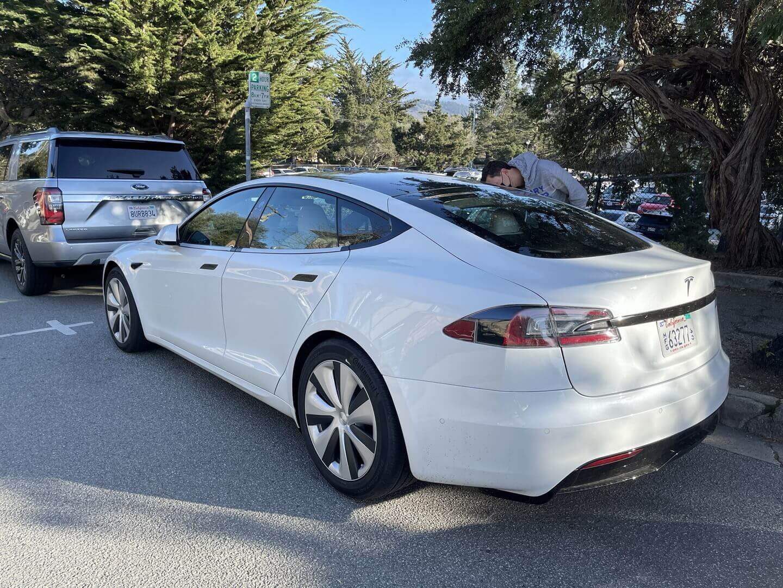 Новую Tesla Model S впервые удалось рассмотреть в деталях