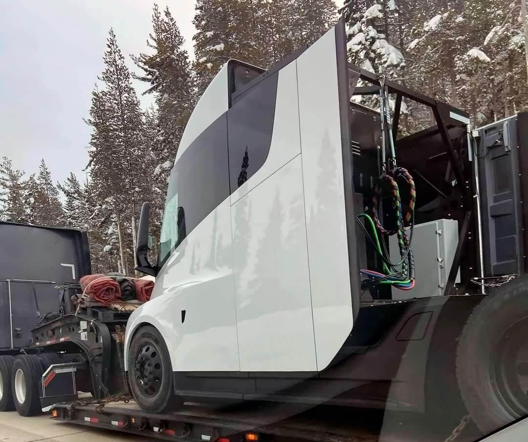 Новый прототип Tesla Semi замечен в Калифорнии