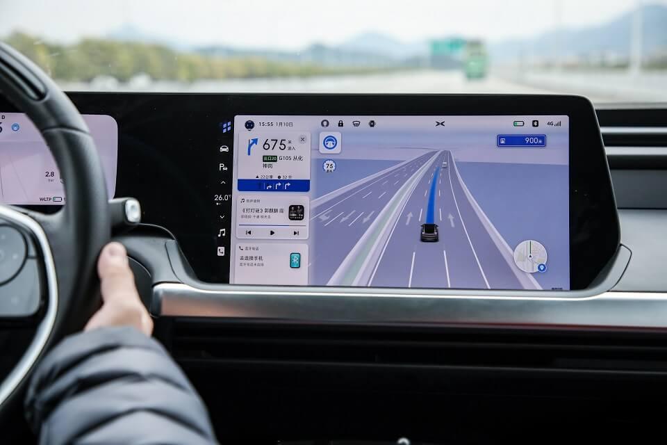 Изюминкой обновления P7 является запуск Navigation Guided Pilot (NGP), функции автономного вождения на шоссе