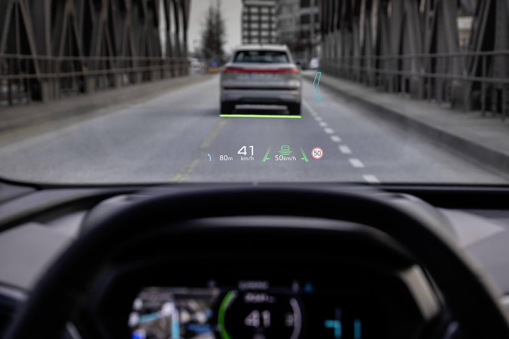 Проекционный дисплей Audi Q4 e-tron сдополненной реальностью