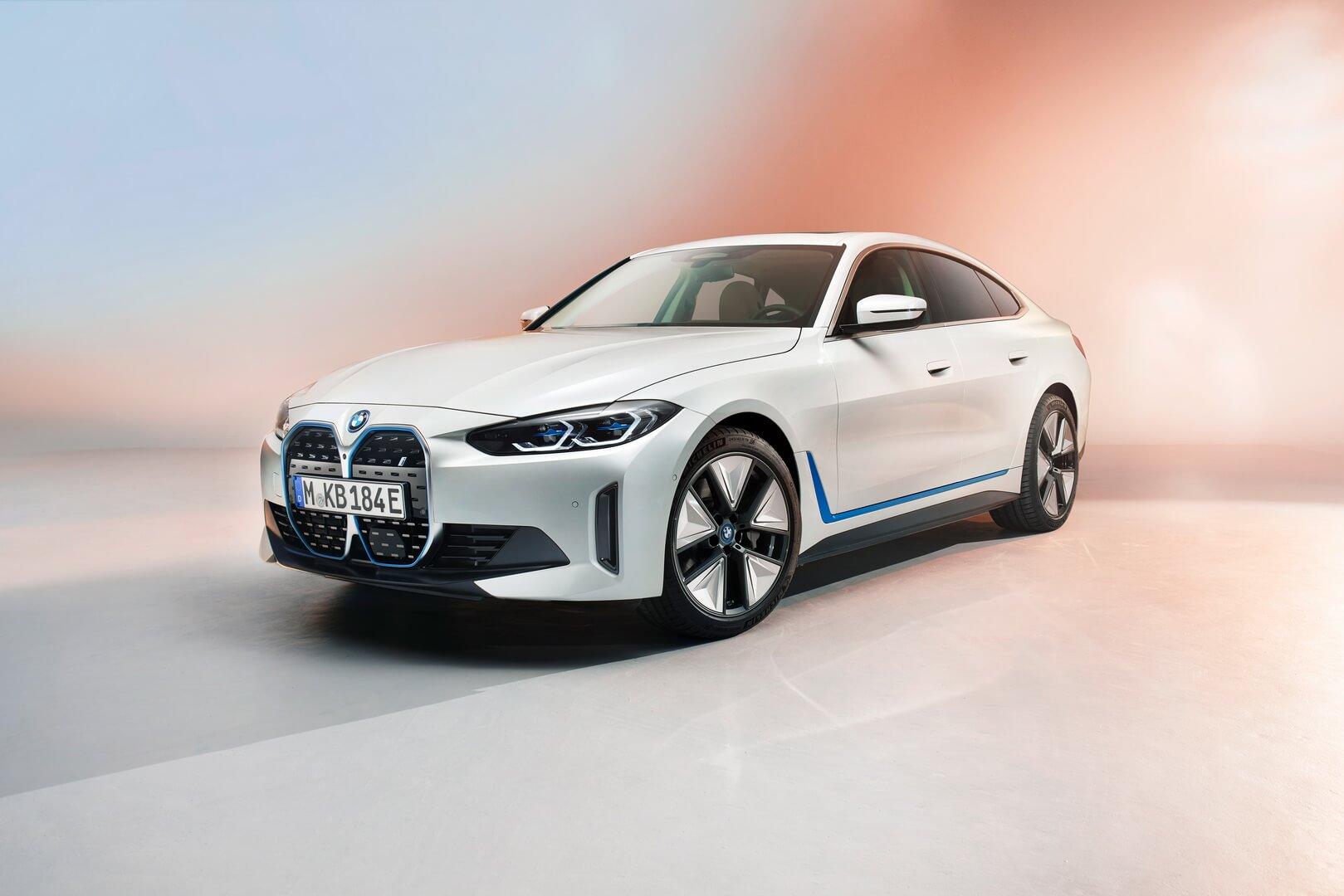 BMW представляет полностью электрическое четырехдверное купе i4