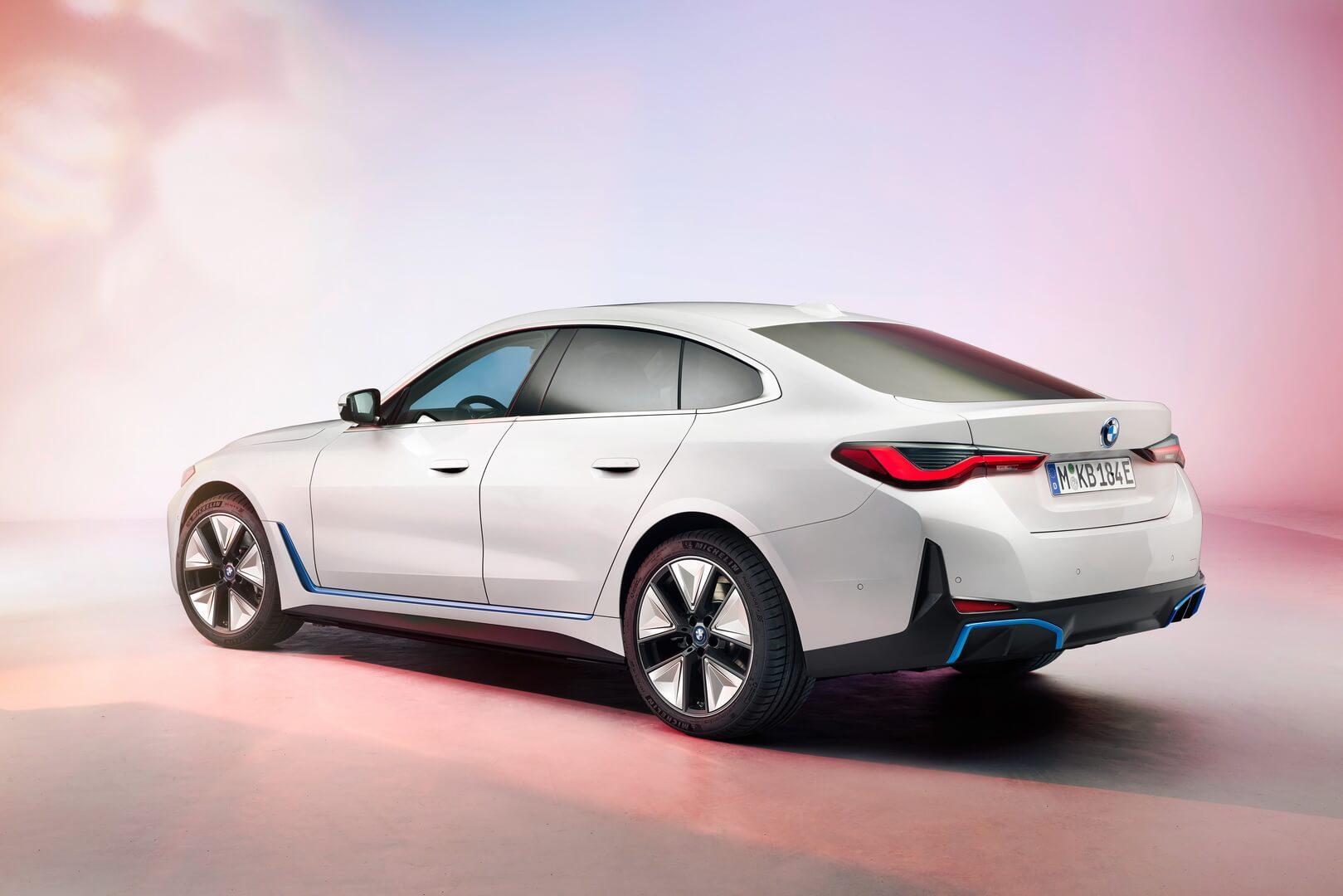 Электрический спортивный автомобиль BMW i4
