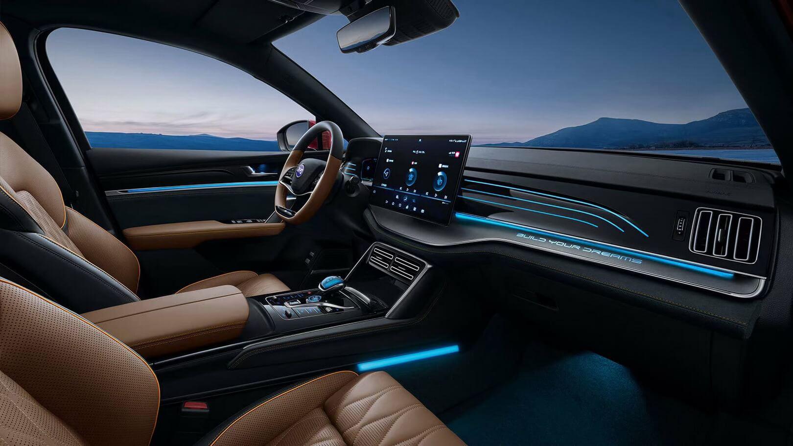 Интерьер нового внедорожника BYD Tang EV 2021 года
