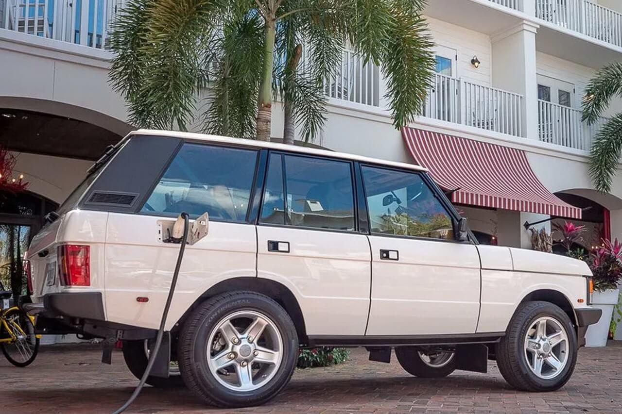 Классический Range Rover преобразовали в электрокар с запасом хода 355 км