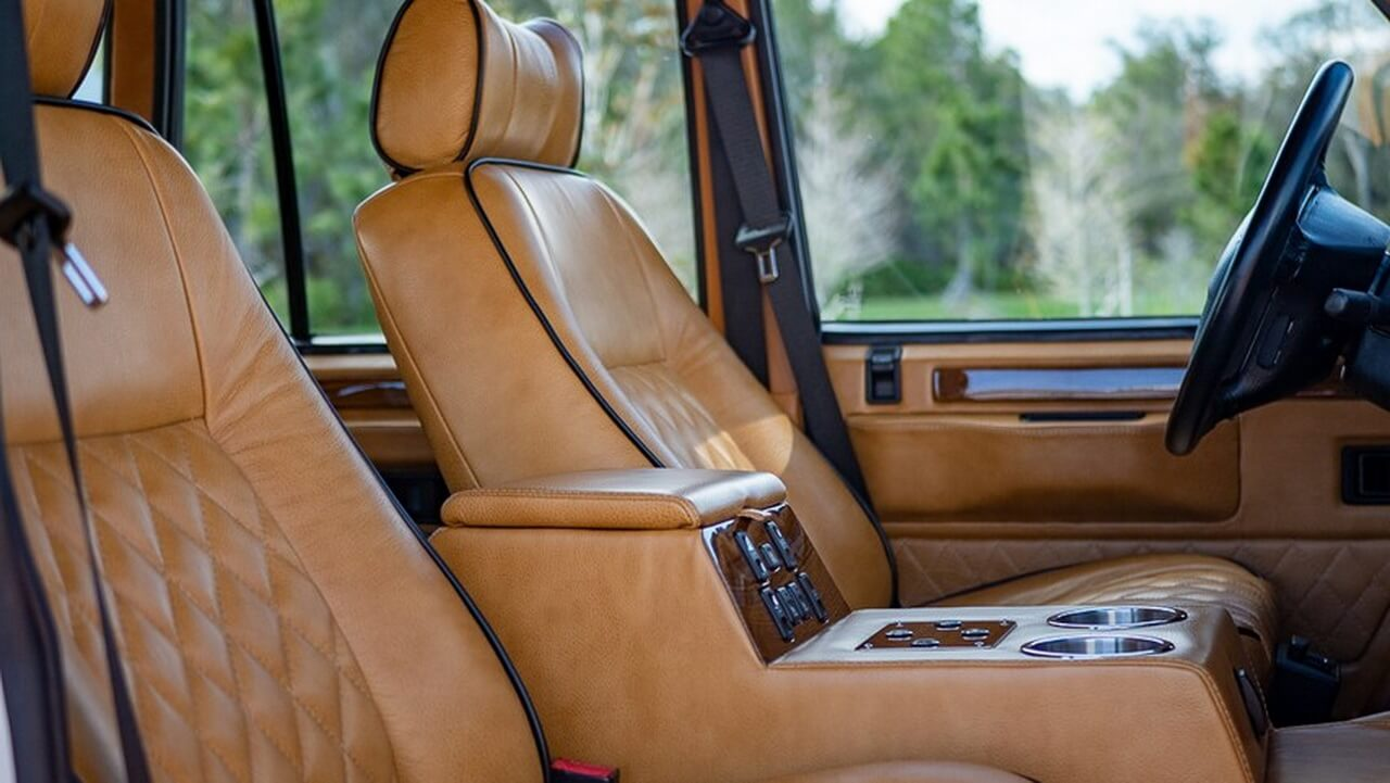 Салон электрифицированного классического Range Rover