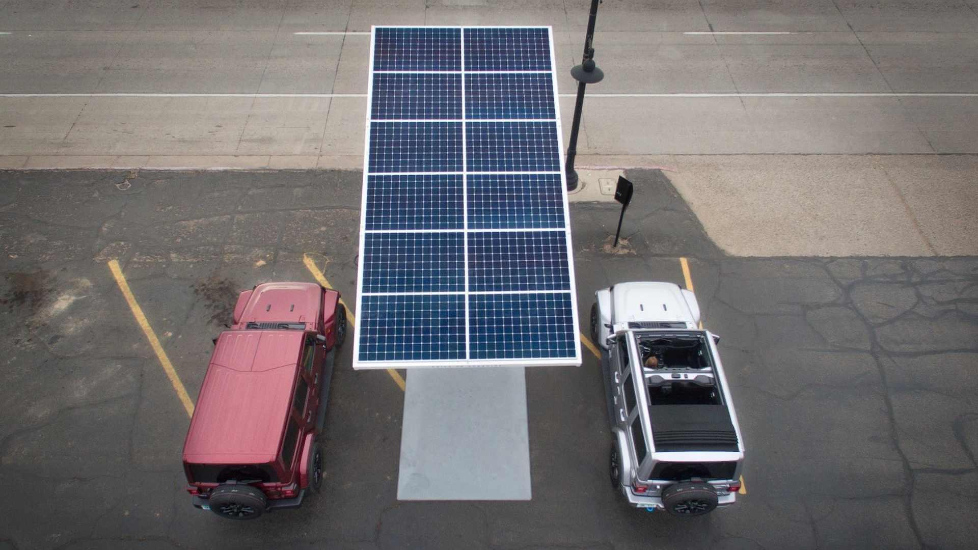 Зарядные станции Jeep 4xe будут использовать солнечную энергию для выработки электроэнергии