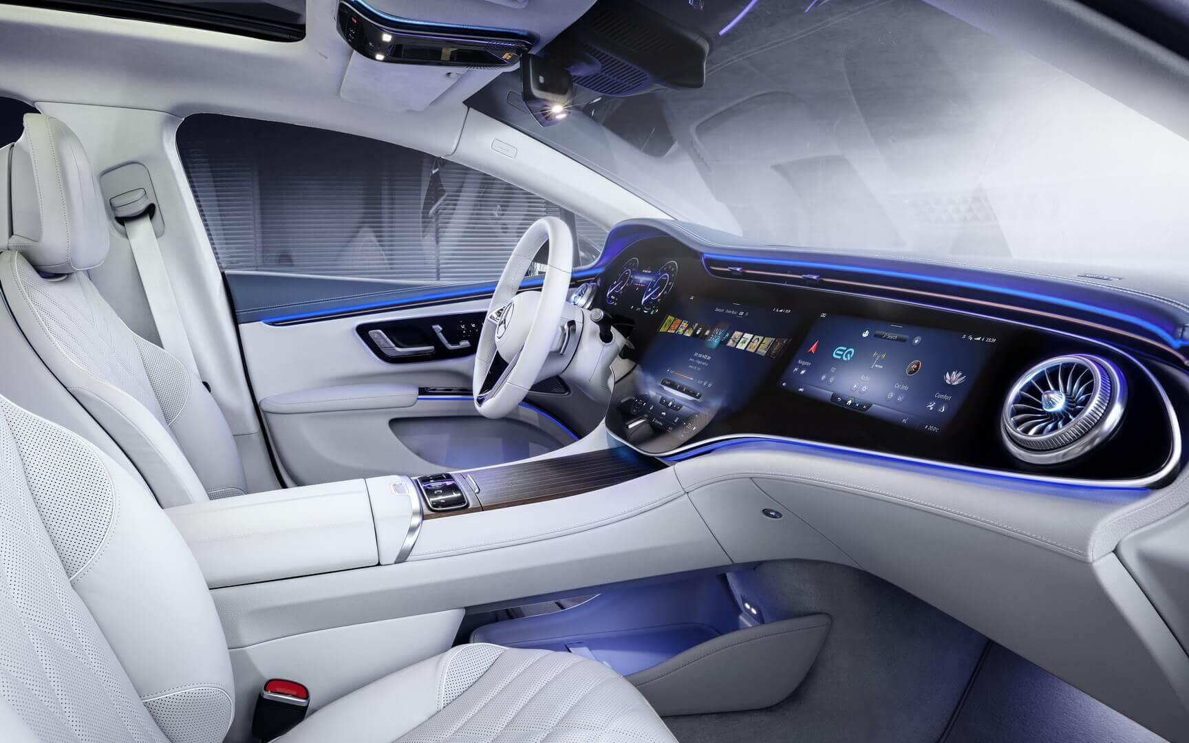 Mercedes-Benz представил дисплей MBUX Hyperscreen в интерьере седана EQS