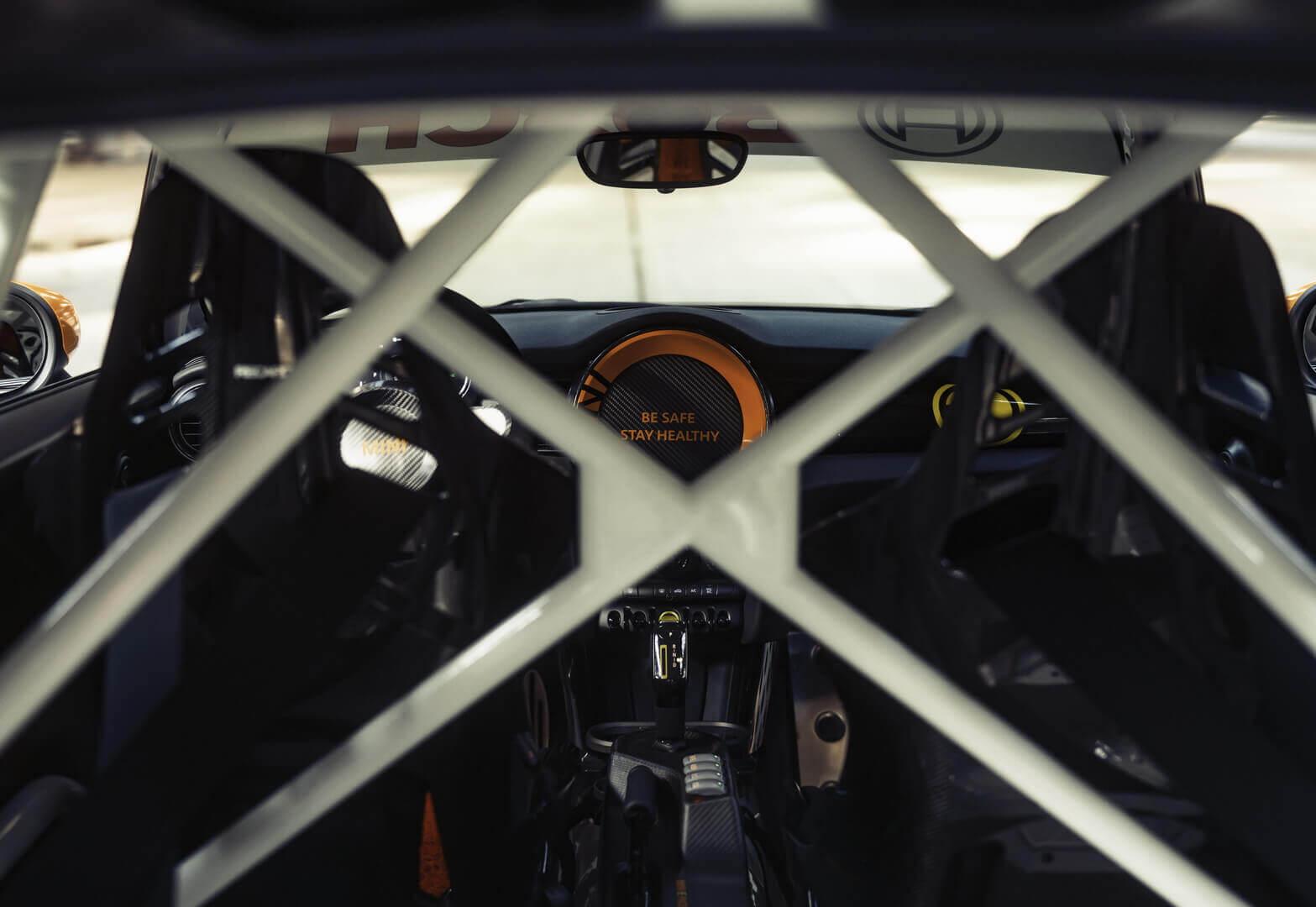 Электрический MINI Cooper будет отвечать за безопасность гонок Formula E