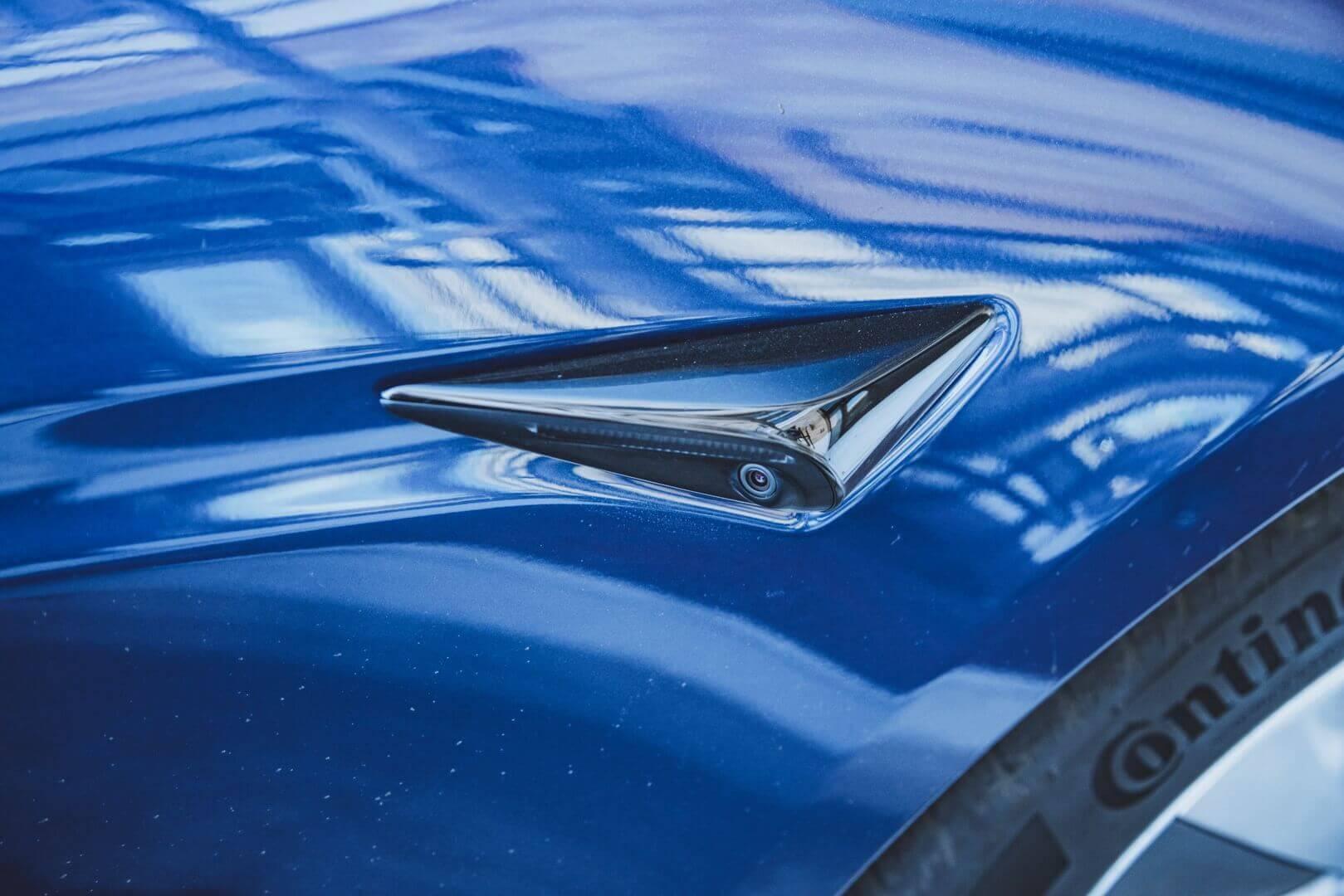 Увеличенные в размерах выступы боковых камер обновленной Model S
