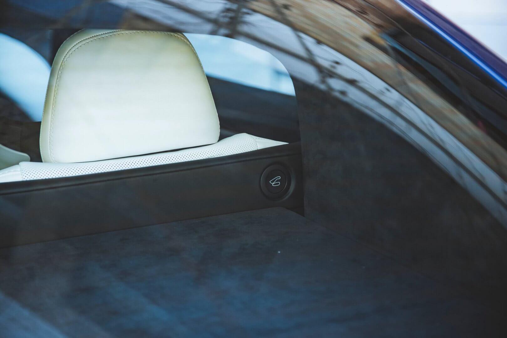 Кнопка для складывания задних сидений в обновленной Tesla Model S