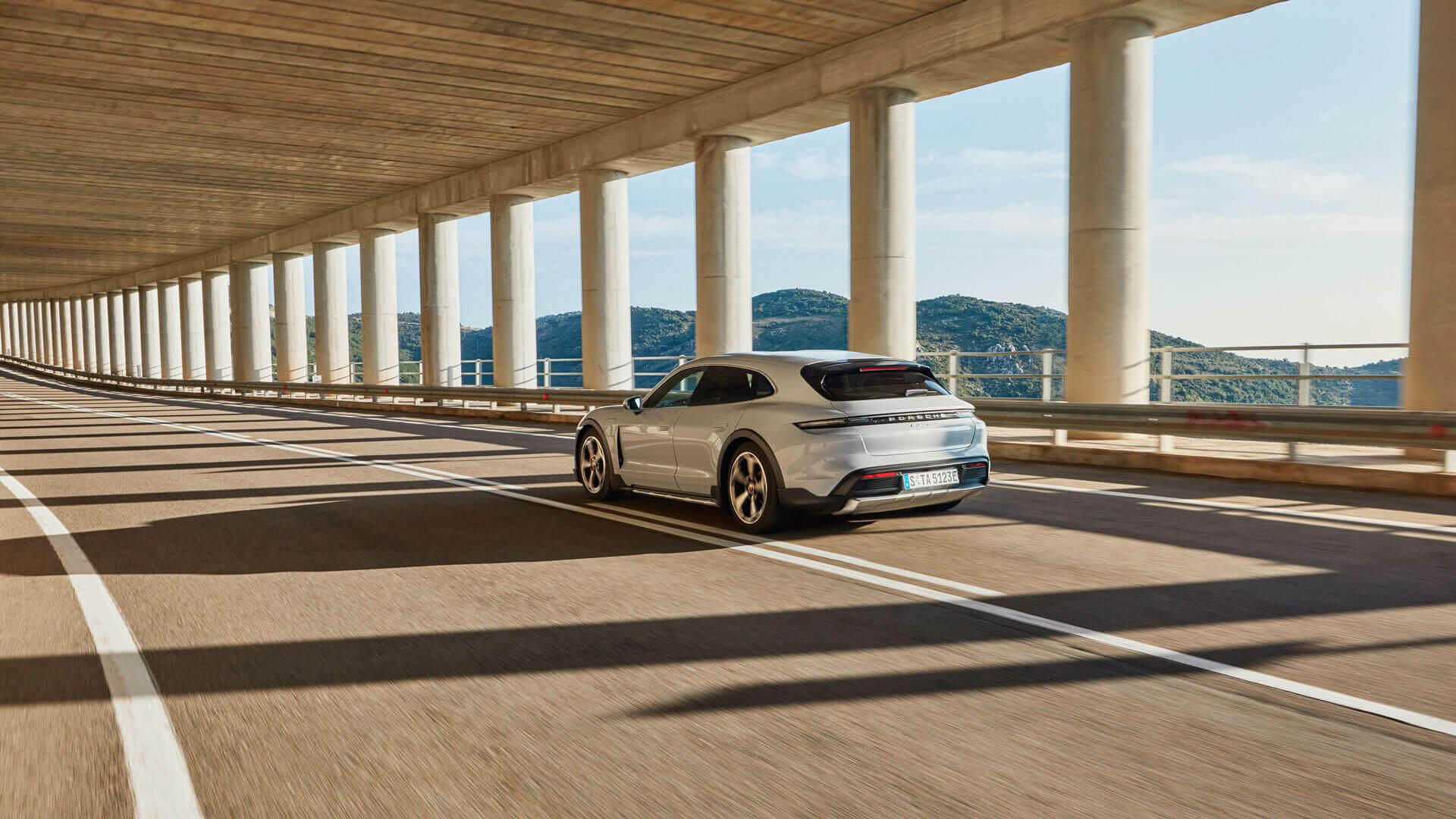 Фотография экоавто Porsche Taycan 4 Cross Turismo - фото 16