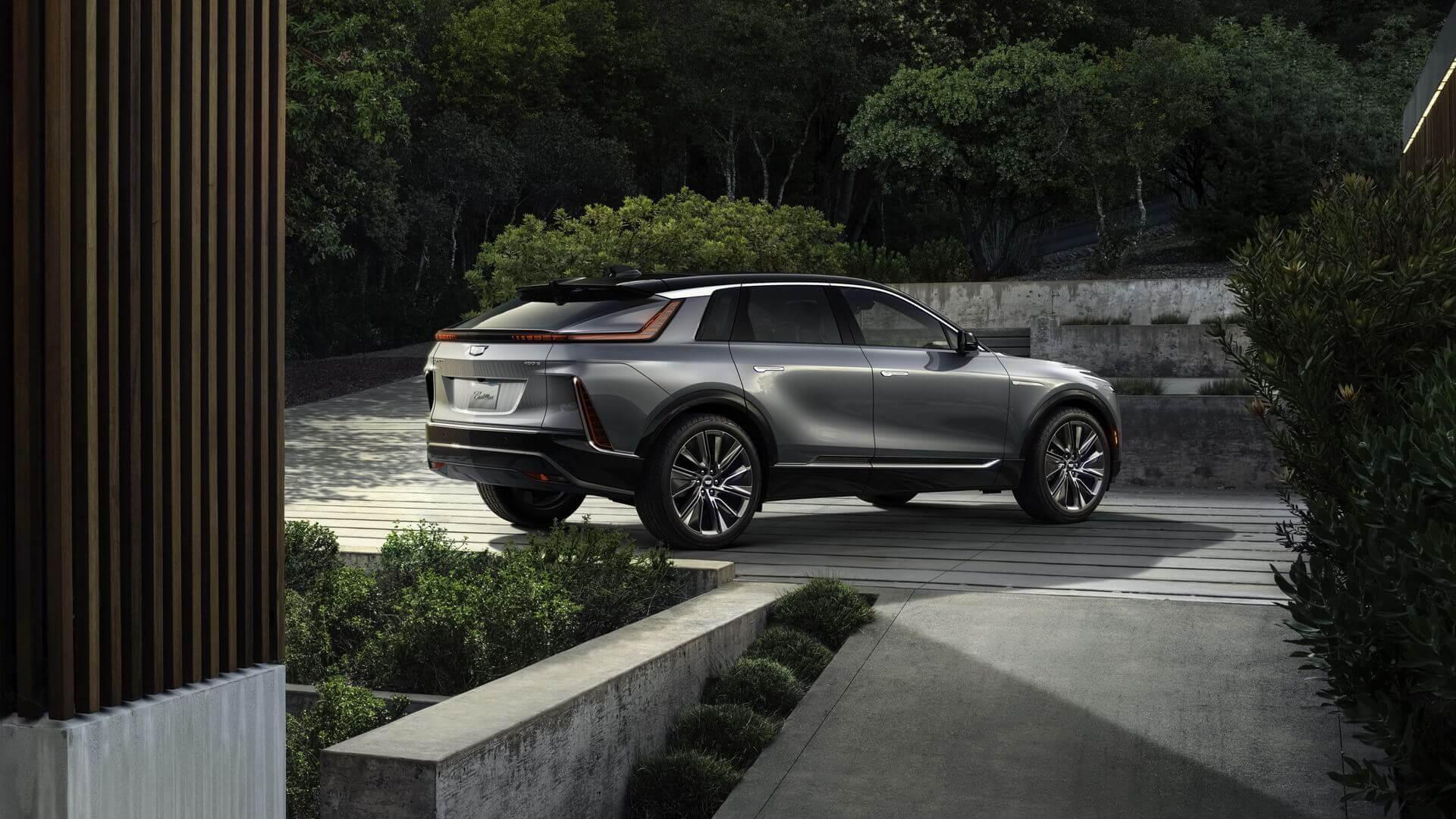 Cadillac представил серийную версию электрокроссовера LYRIQ