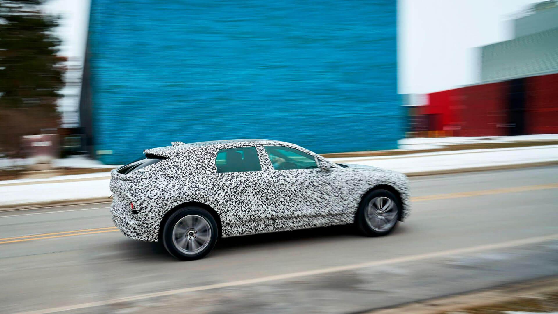 Cadillac Lyriq готовят к серийному запуску тестируя на полигоне GM