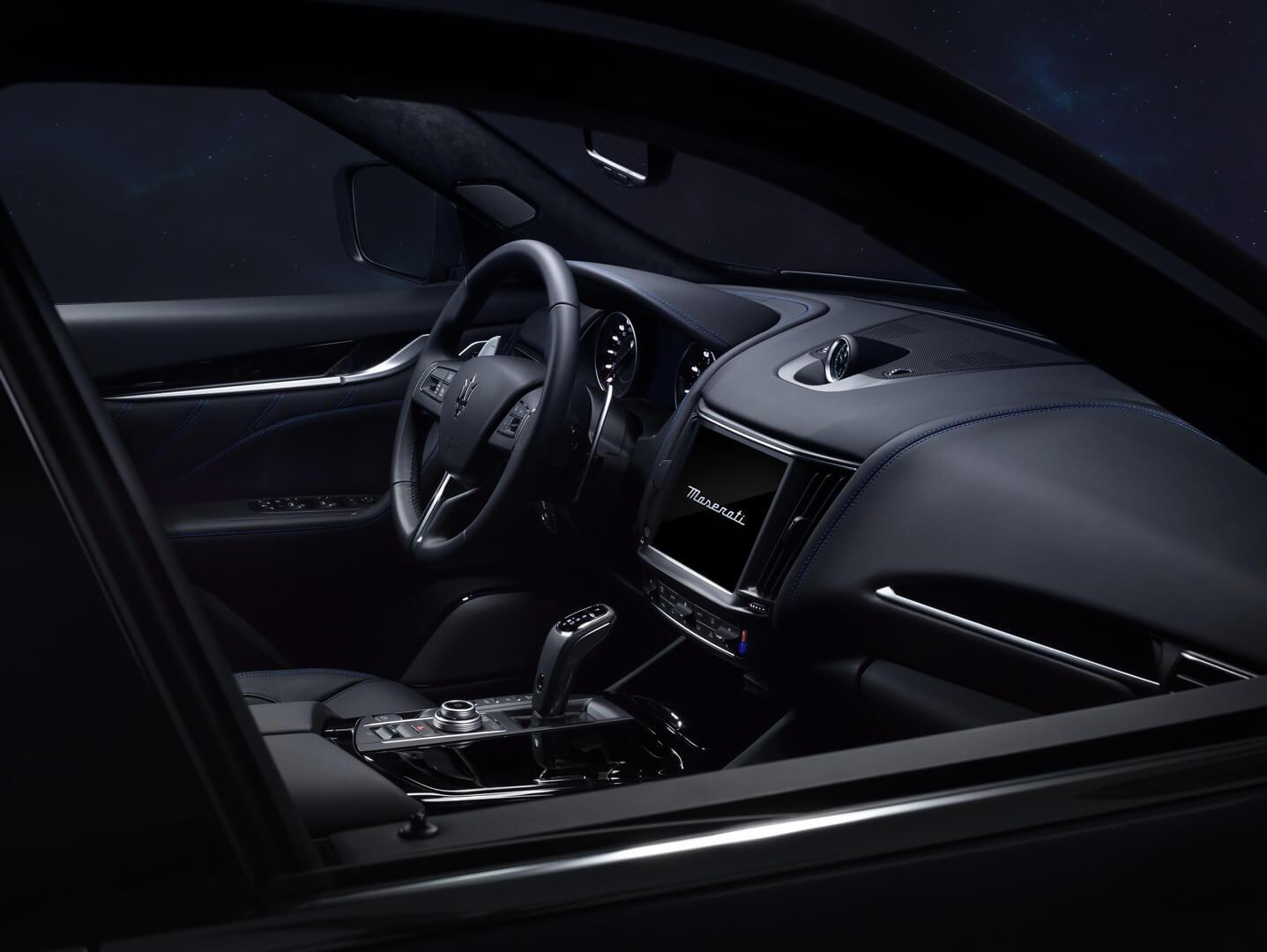 Интерьер Maserati Levante Hybrid
