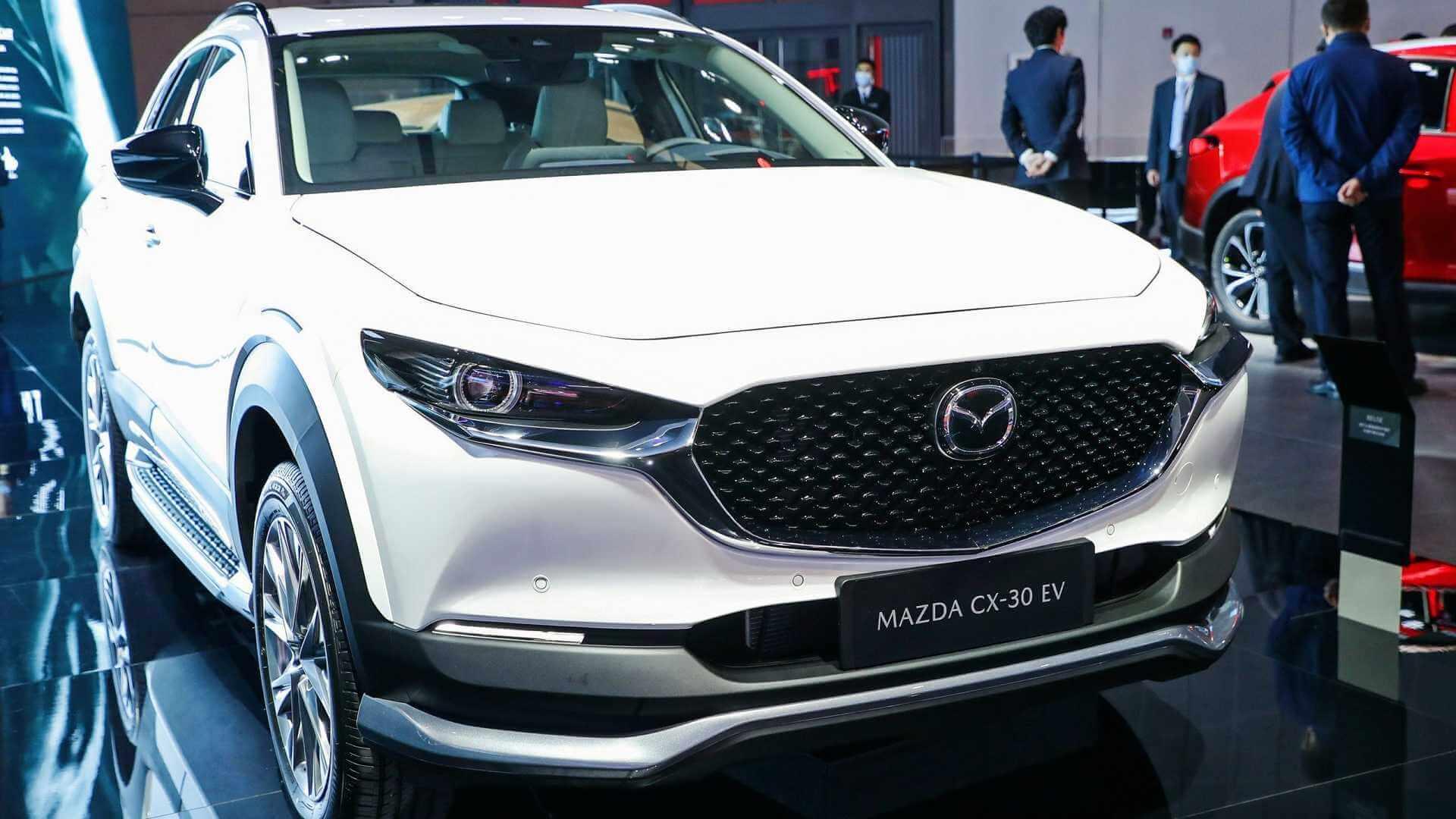 В Шанхае представили электрическую версию кроссовера Mazda CX-30