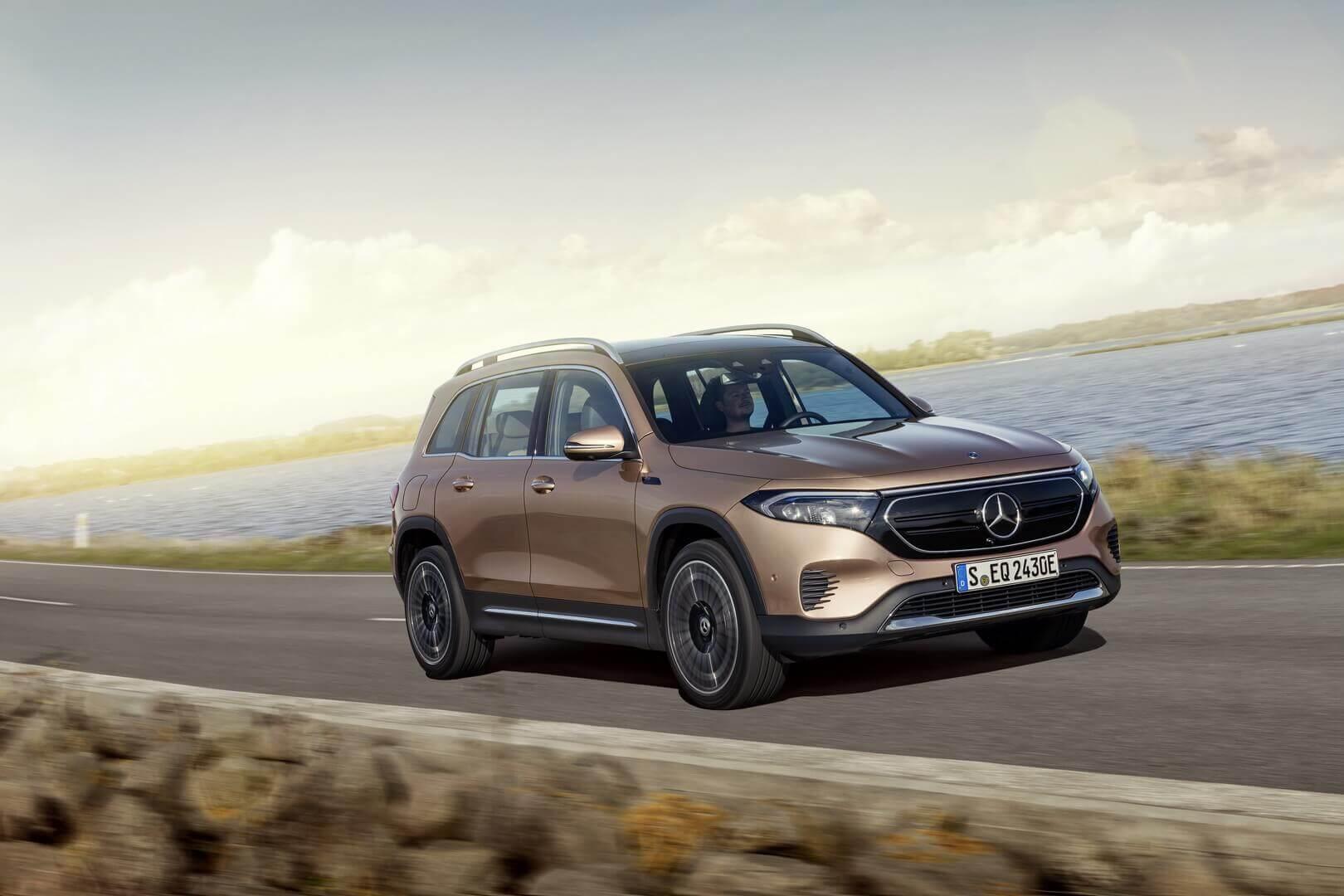 Mercedes-Benz запускает третью полностью электрическую модель в этом году