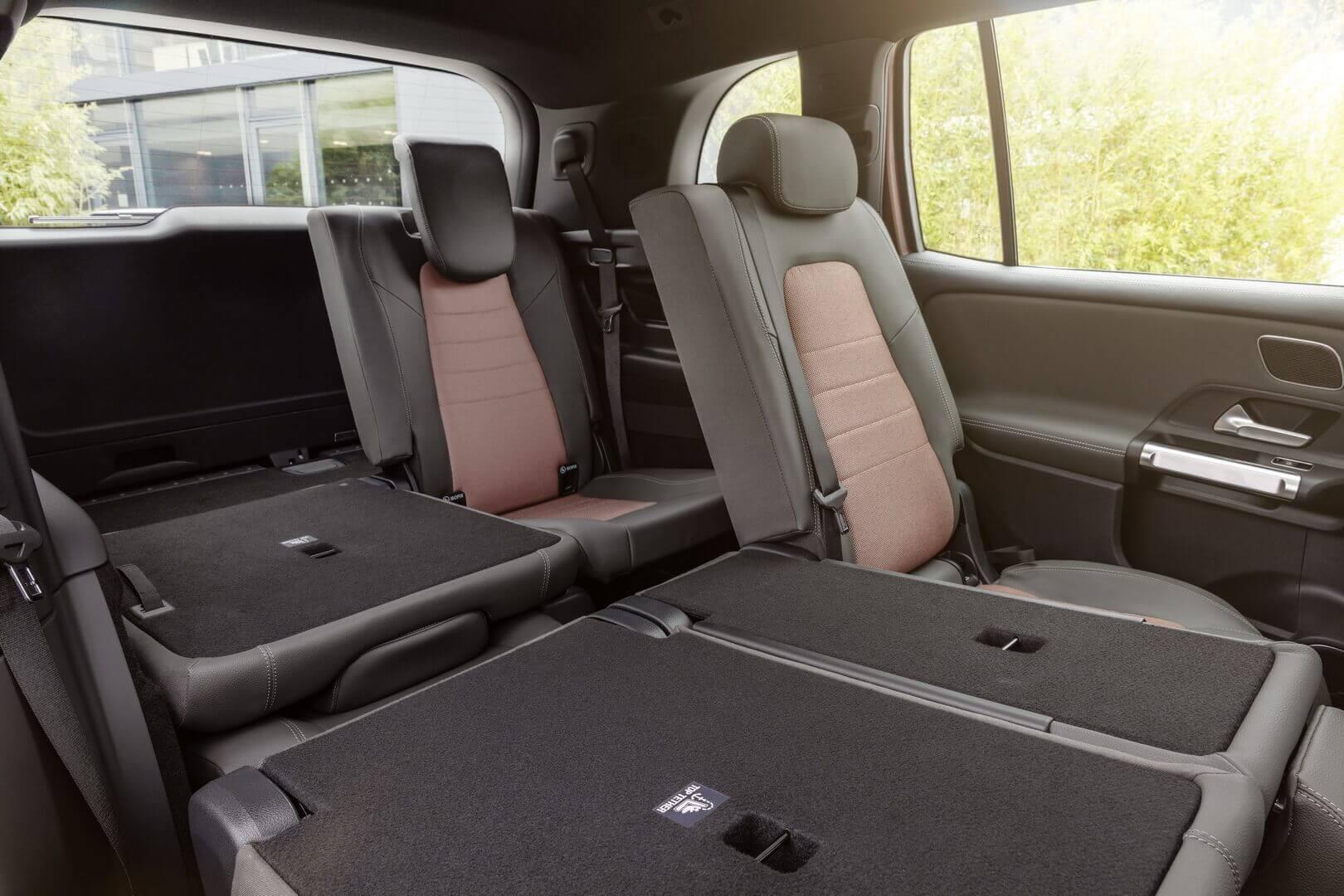 В качестве опции (стандарт в Китае) EQB имеет третий ряд сидений с двумя дополнительными индивидуальными сиденьями