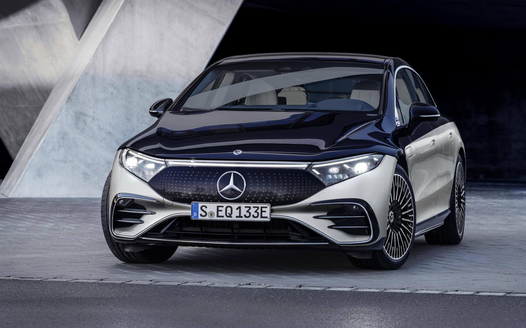 Чувственно ипрогрессивно: Mercedes-Benz официально представил EQS