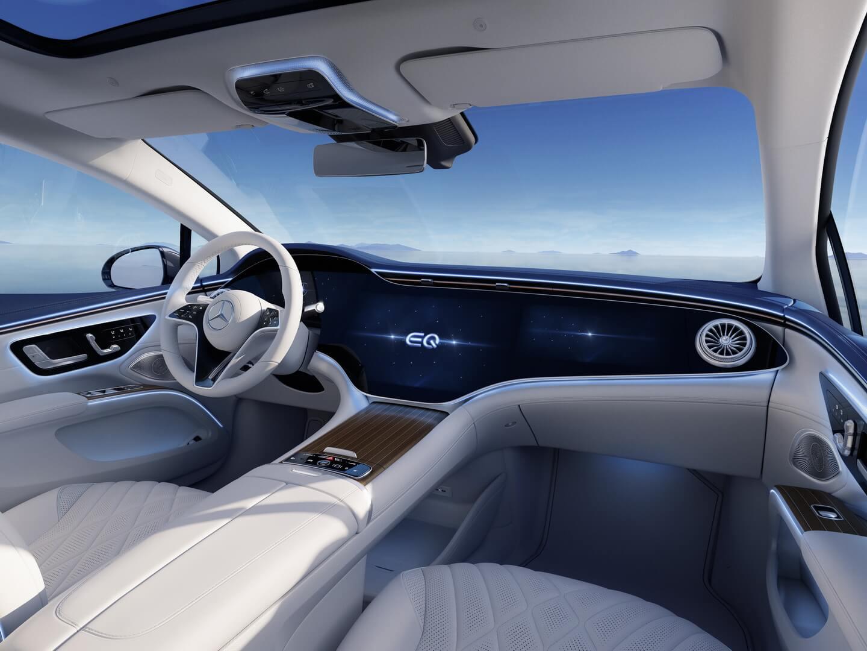 Роскошный интерьер электрического седана Mercedes-Benz EQS
