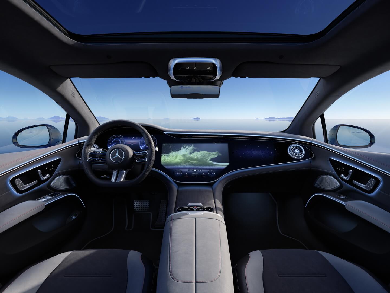 Интерьер Mercedes-Benz EQS с интегрированным дисплеем MBUX Hyperscreen